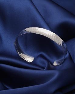 Stříbrný náramek NRS036