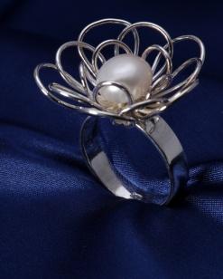 Stříbrný prsten s perlou PP004