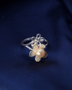 Stříbrný prsten s perlou PP005