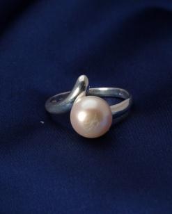 Stříbrný prsten s perlou PP008