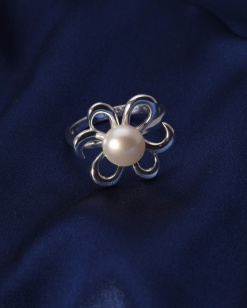 Stříbrný prsten s perlou PP009