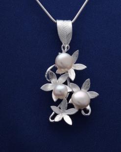 Stříbrný přívěsek s perlami PVP007