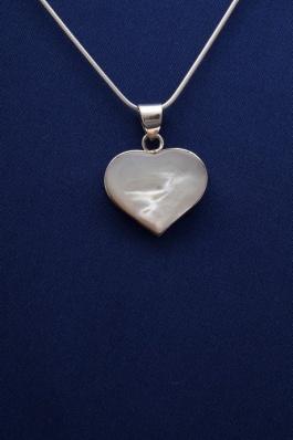 Stříbrný přívěsek s perletí PVB018