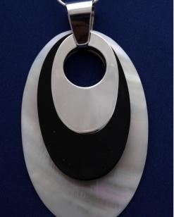 Stříbrný přívěsek s perletí PVB023