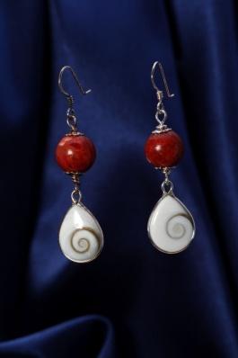 Náušnice s korálem a perletí NB002