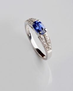 Zlatý prsten s modrým safírem a diamanty PZ001