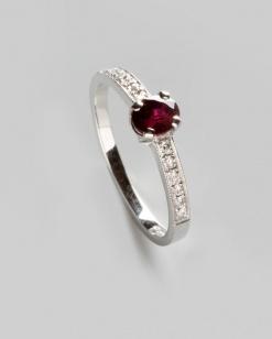 Zlatý prsten s rubínem 0,71 ct a diamanty PZ002
