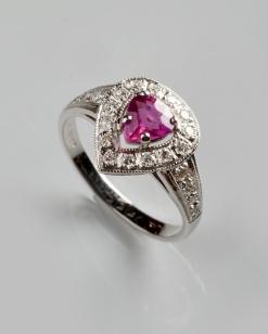 Zlatý prsten s rubínem 0,71 ct a diamanty PZ003