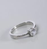 Stříbrný prsten s kubickými zirkony PK055